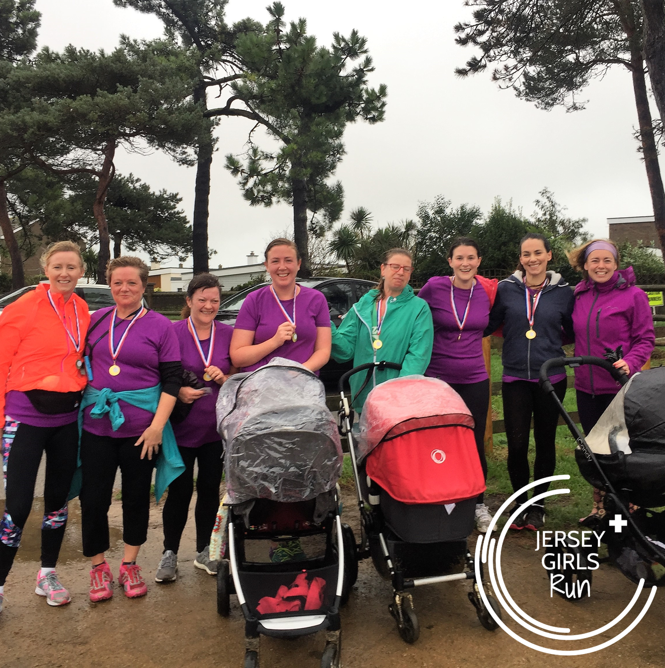 11 NOVEMBER 2017 - Teams Accomplish and Conquer head to parkrun - A wet and windy morning greeted our last C25K graduates of 2017 as Team Accomplish and our buggy mums Team Conquer headed to parkrun.  Despite the rain there were smiling faces all round at not only achieving their 5k, but also knowing that they can motivate themselves to get out and run even when the weather isn't in your favour.