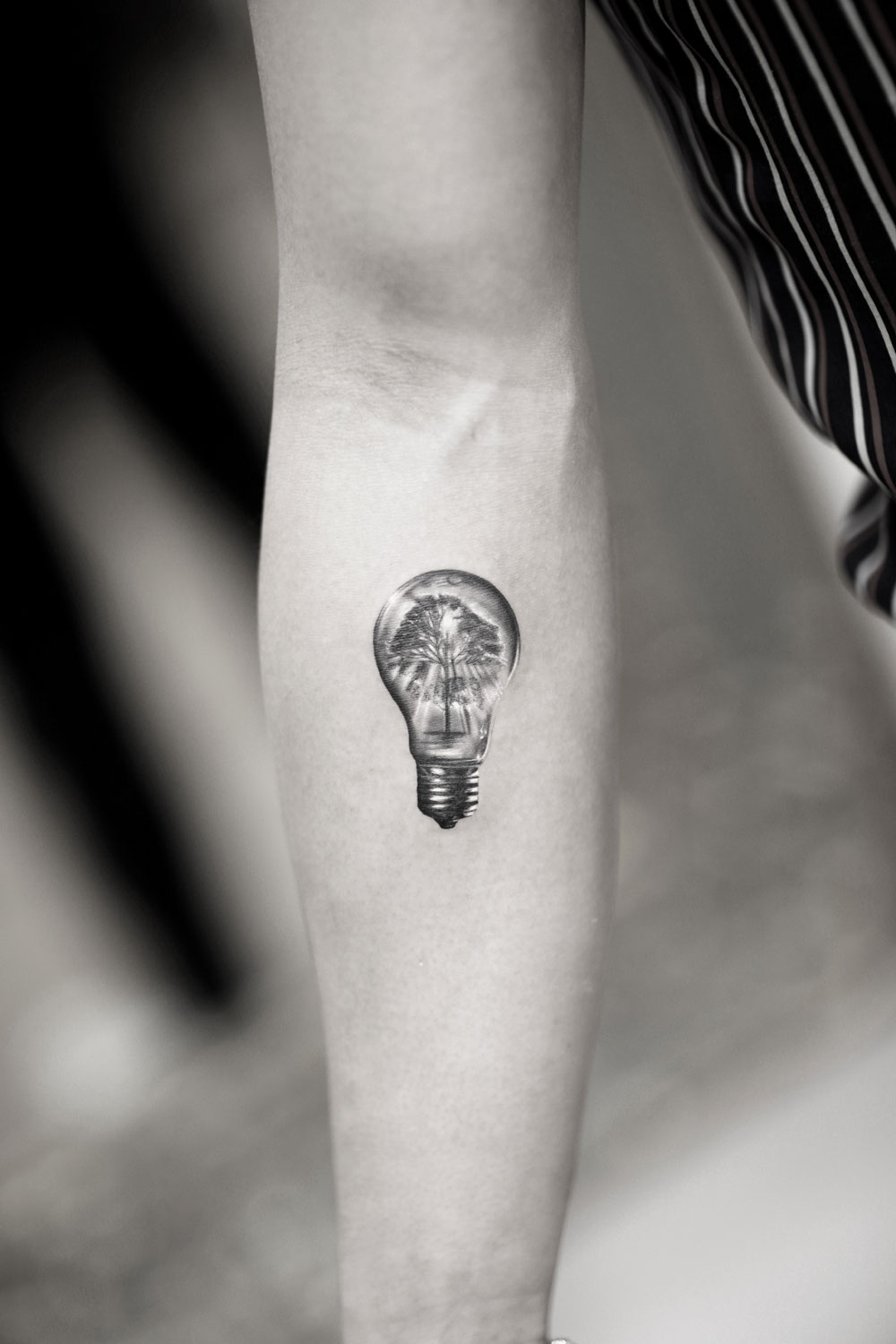 Lightbulb-and-Tree-by-Alessandro-Capozzi-in-Aureo-Roma-Tattoo-&-Gallery.jpg