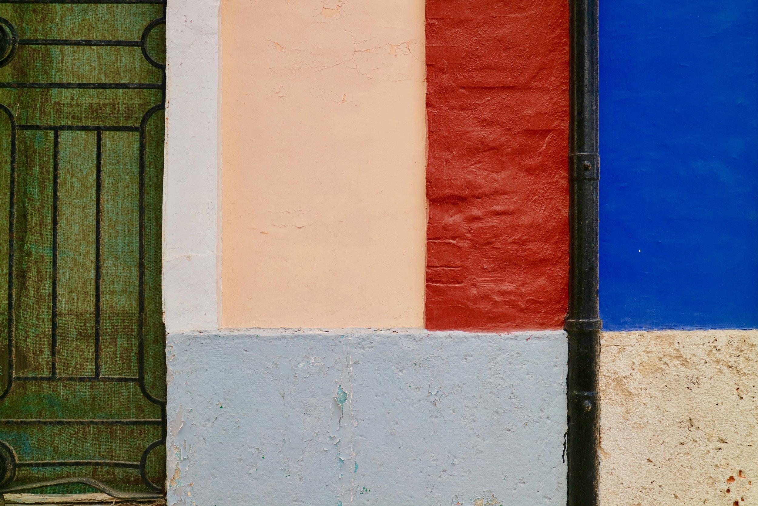 fachada multicolores y tubo de alcantarilla negra  valència / comunidad valencia   buy here