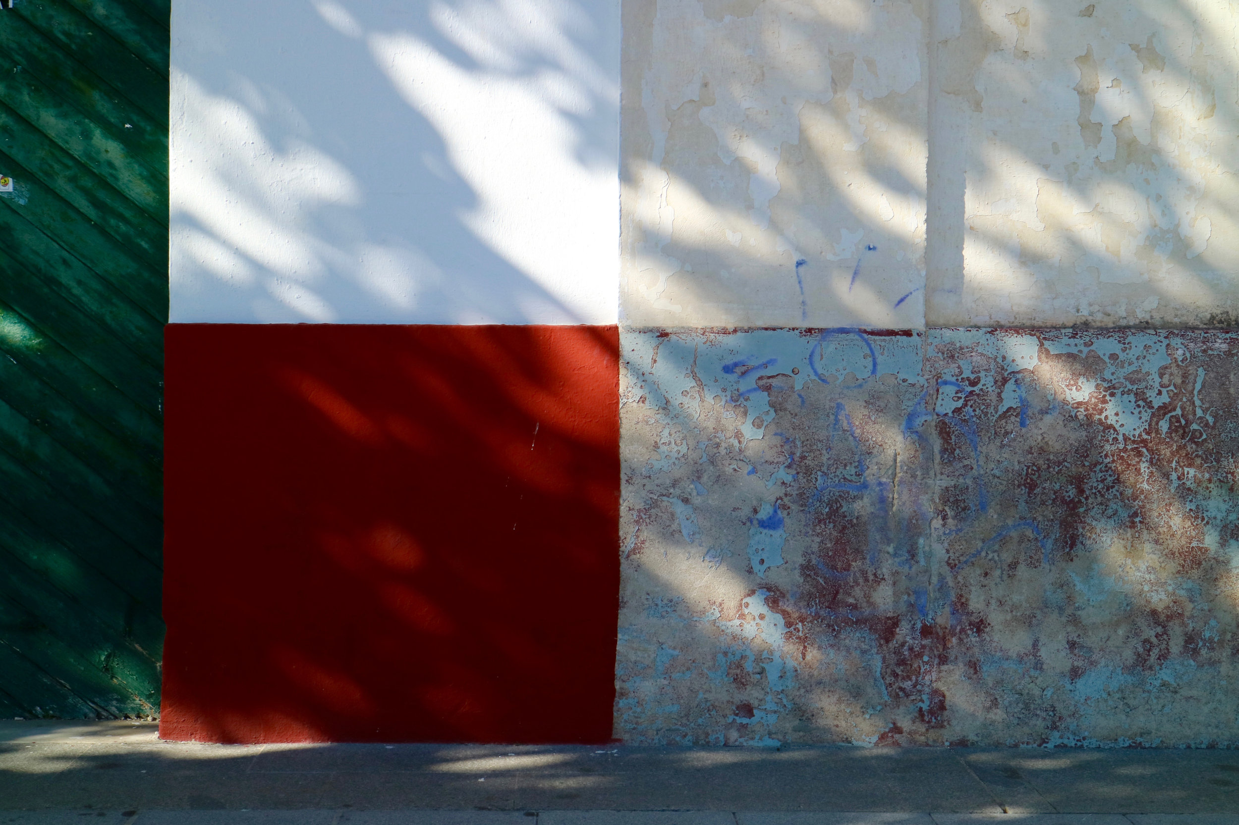 pared luz y sombra  el puerto de santa maría / andalucía