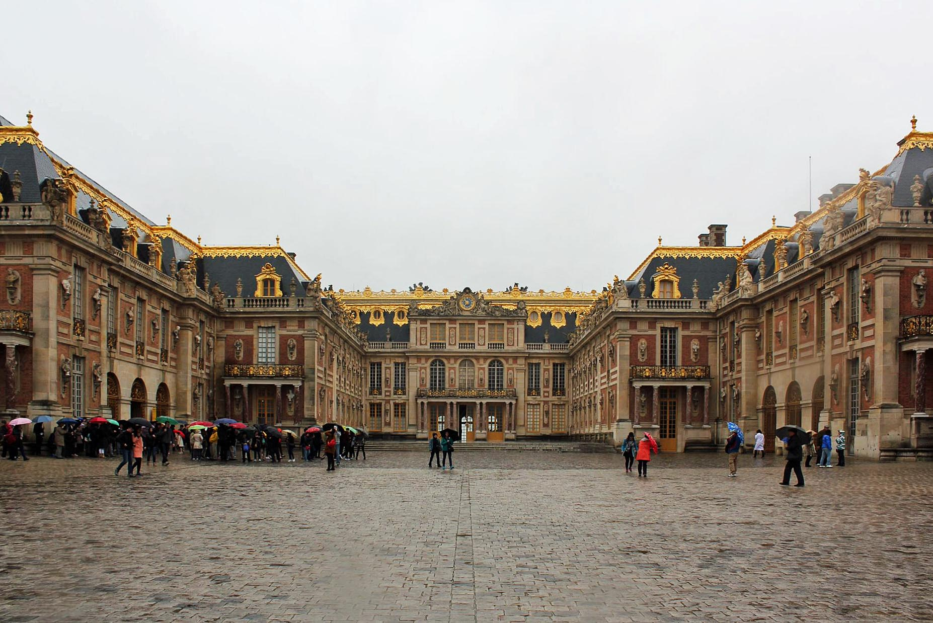 Versailles-Front-Entrance.jpg