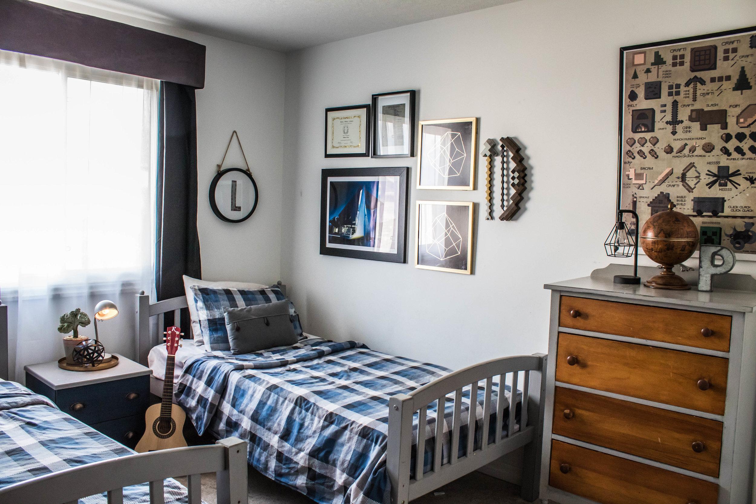 Tween Minecraft bedroom