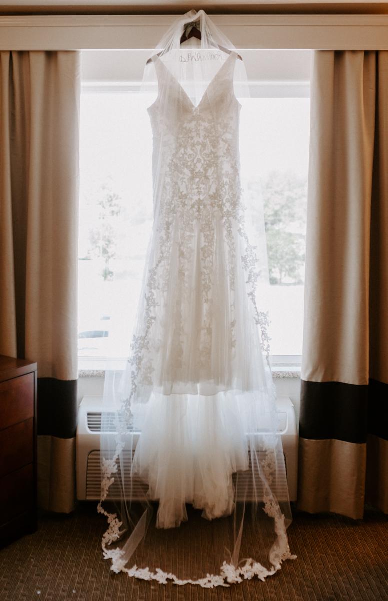 bride getting ready in rifle colorado for wedding day-4.jpg