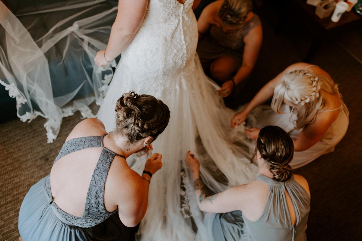 bride getting ready in rifle colorado for wedding day-8.jpg