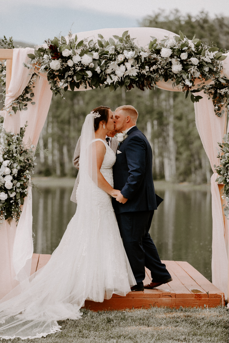 wedding ceremony coulter lake ranch in riflewestern slope wedding photographer colorado diana coulter photography-14.jpg