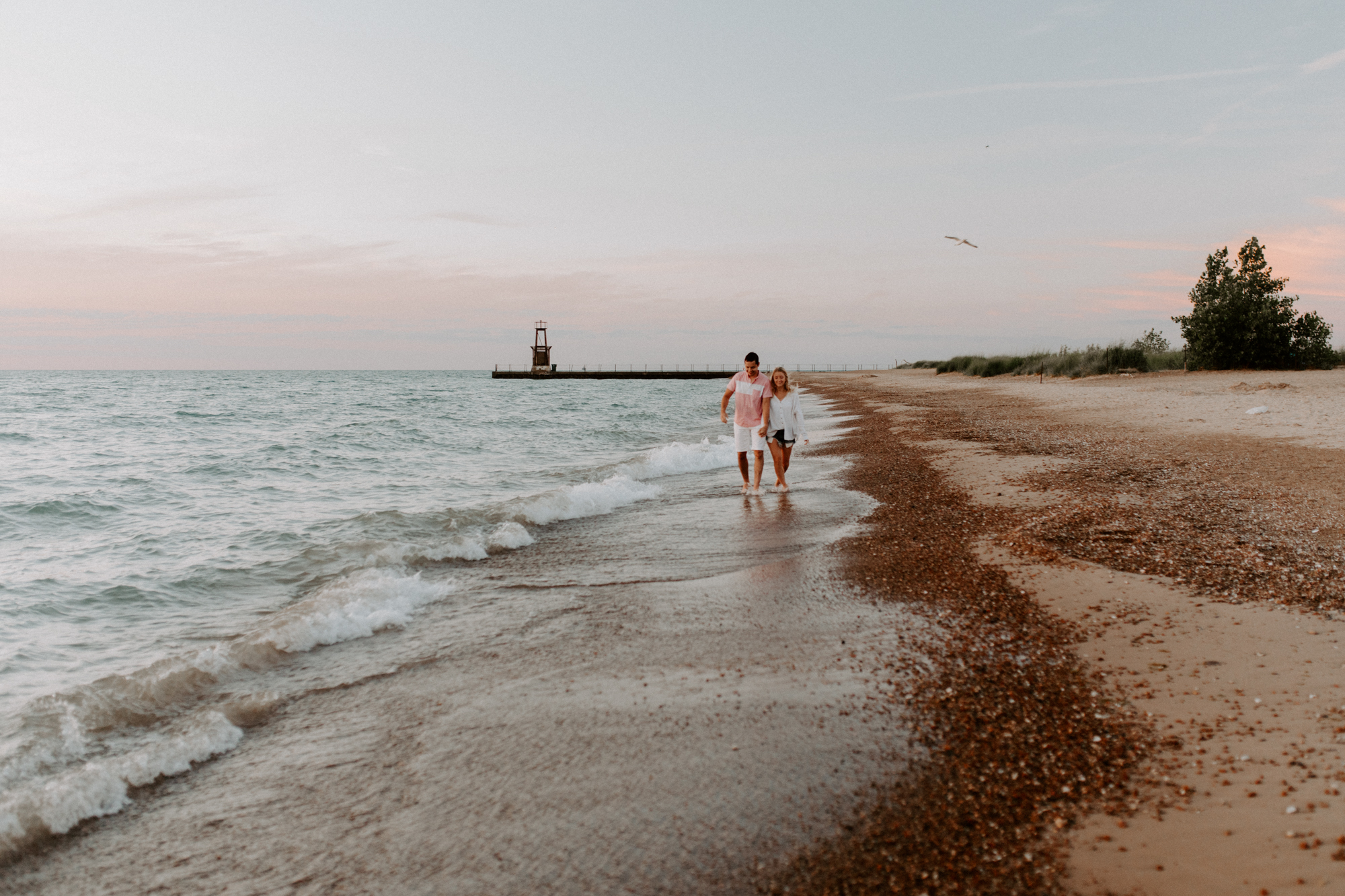 M + J chicago lake michigan beach couples photoshoot engagement wedding elopement photography photographer-5.jpg