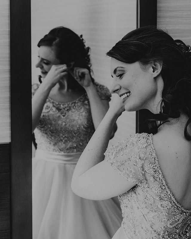 Loved being the glam squad for our lovely assistants wedding day! Check out this shot by @lensesandlaughter . Looks so vintage and classic I just adore it ❤️