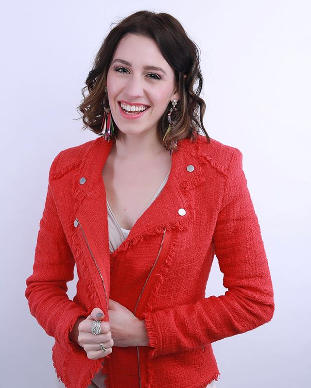 Meet Justine, the daughter of JM Makeup and Bridal. She is charismatic, quick witted and positive. We call her the party 🎉 She is a dog mom to a charming Goldendoodle Rey and wife to Nate #natethegreatinrealestate . She is passionate about making the time she has with you in a session or on your big day unforgettable and joy filled. Her favorite part is seeing women confidently embrace who they are while rock a look that compliments just that.