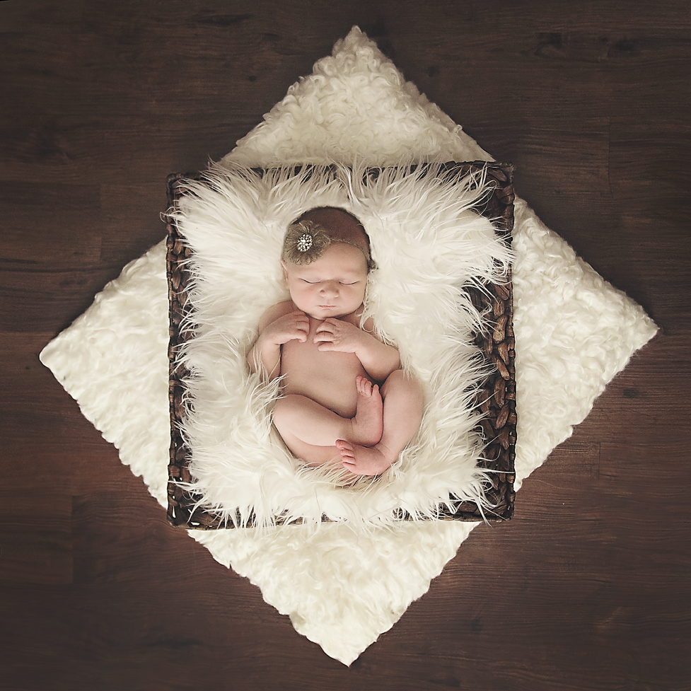 Chantelle Heiskell - Patterson Newborn03 copy.png