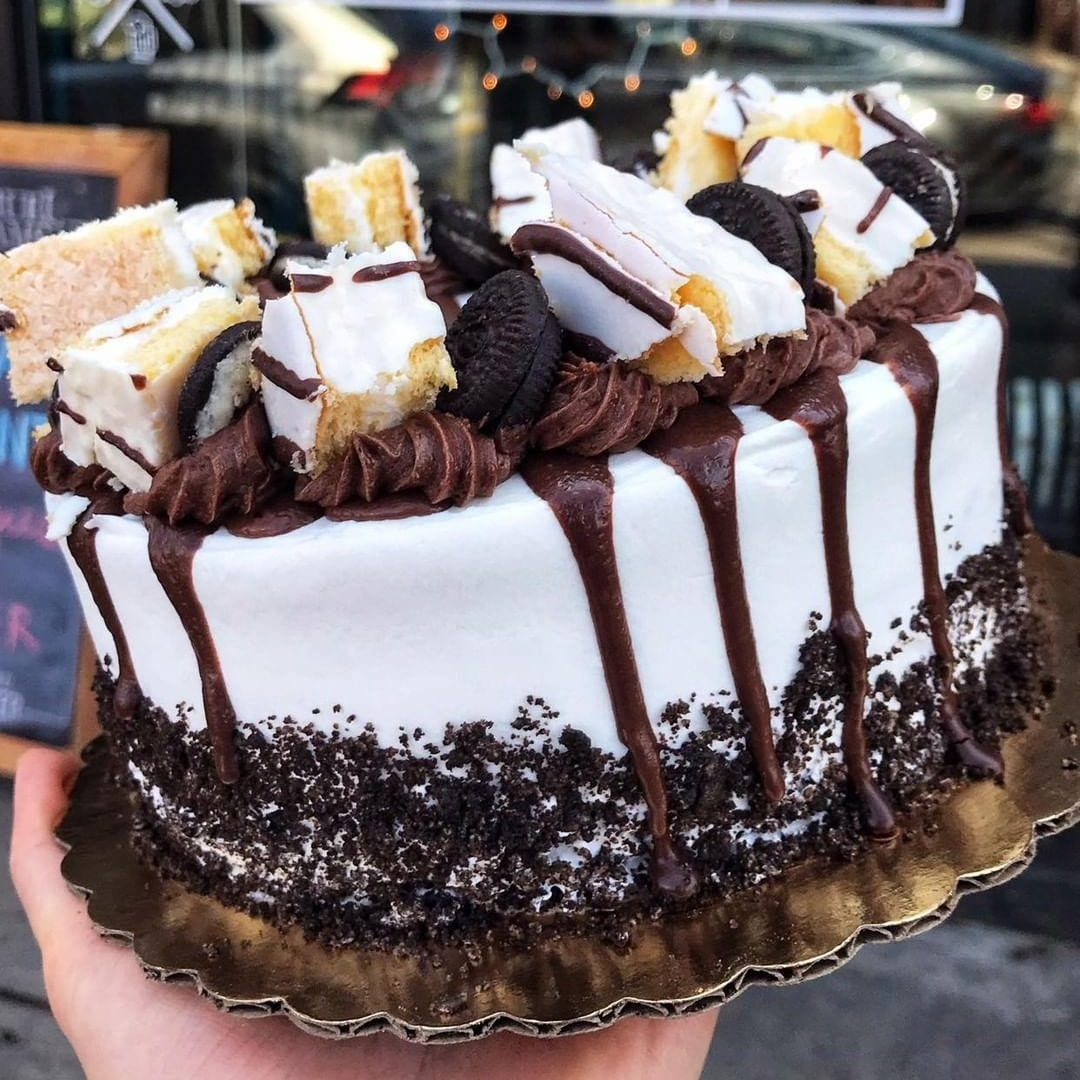 """Cakes: - 6"""" 6-8 people ………………………………..…………. $208"""" 8-12 people ……………………………….……….. $3210"""" 12-25 people ………………………………….. $4512"""" 25-40 people ……………………………..….. $6014"""" 40-60 people …………………………..……. $801/4 sheet 20-40 people………….……. $401/2 sheet 40-60 people ……….….… $65Full sheet 60-100 people ………... $120Custom cut out cookies ……………… $2.00"""