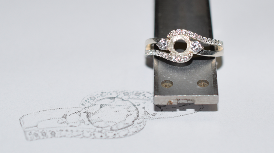 The silver draft set with cubic zirconia.