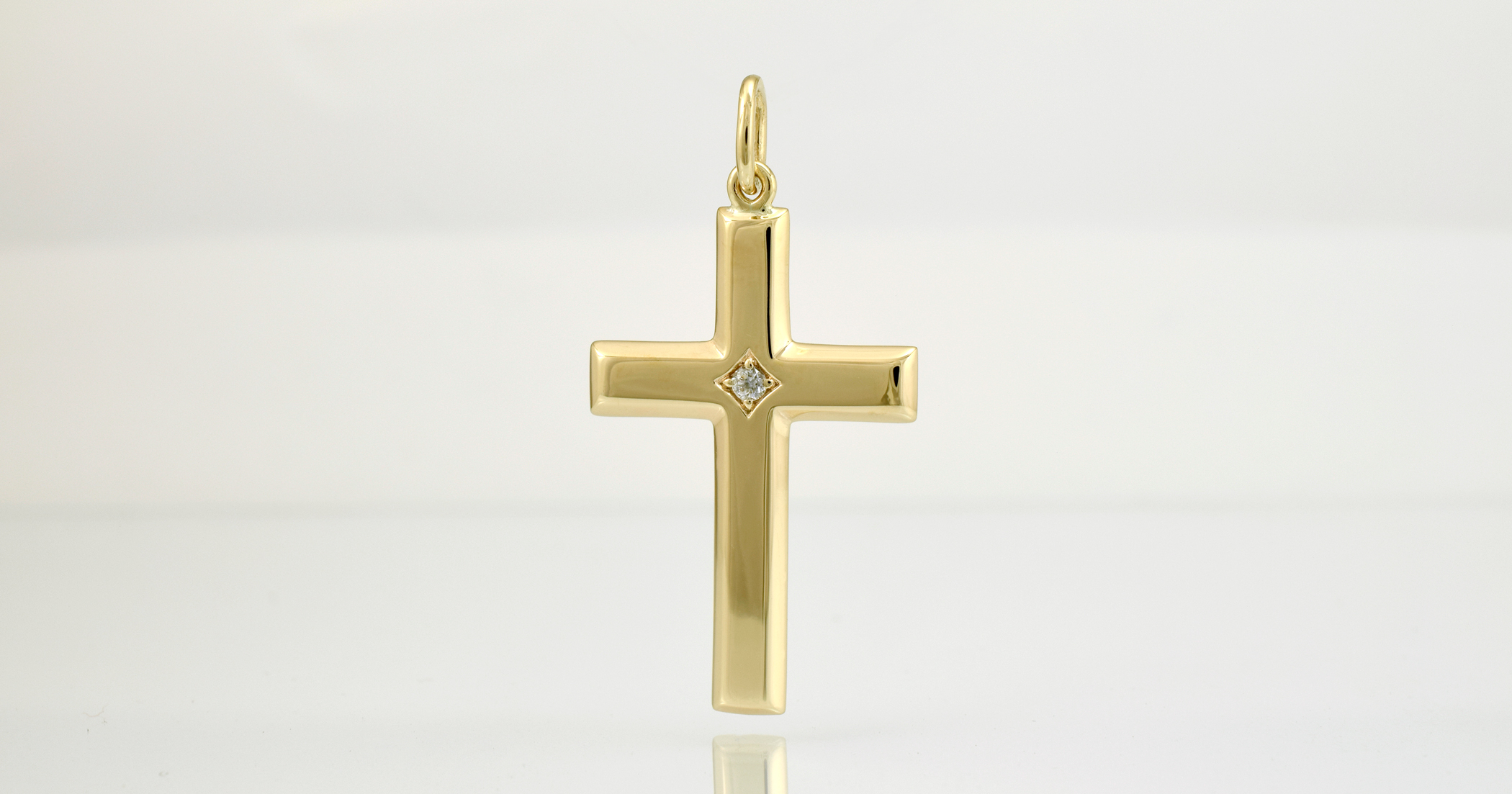 9ct yellow gold, approx 3.2cm long