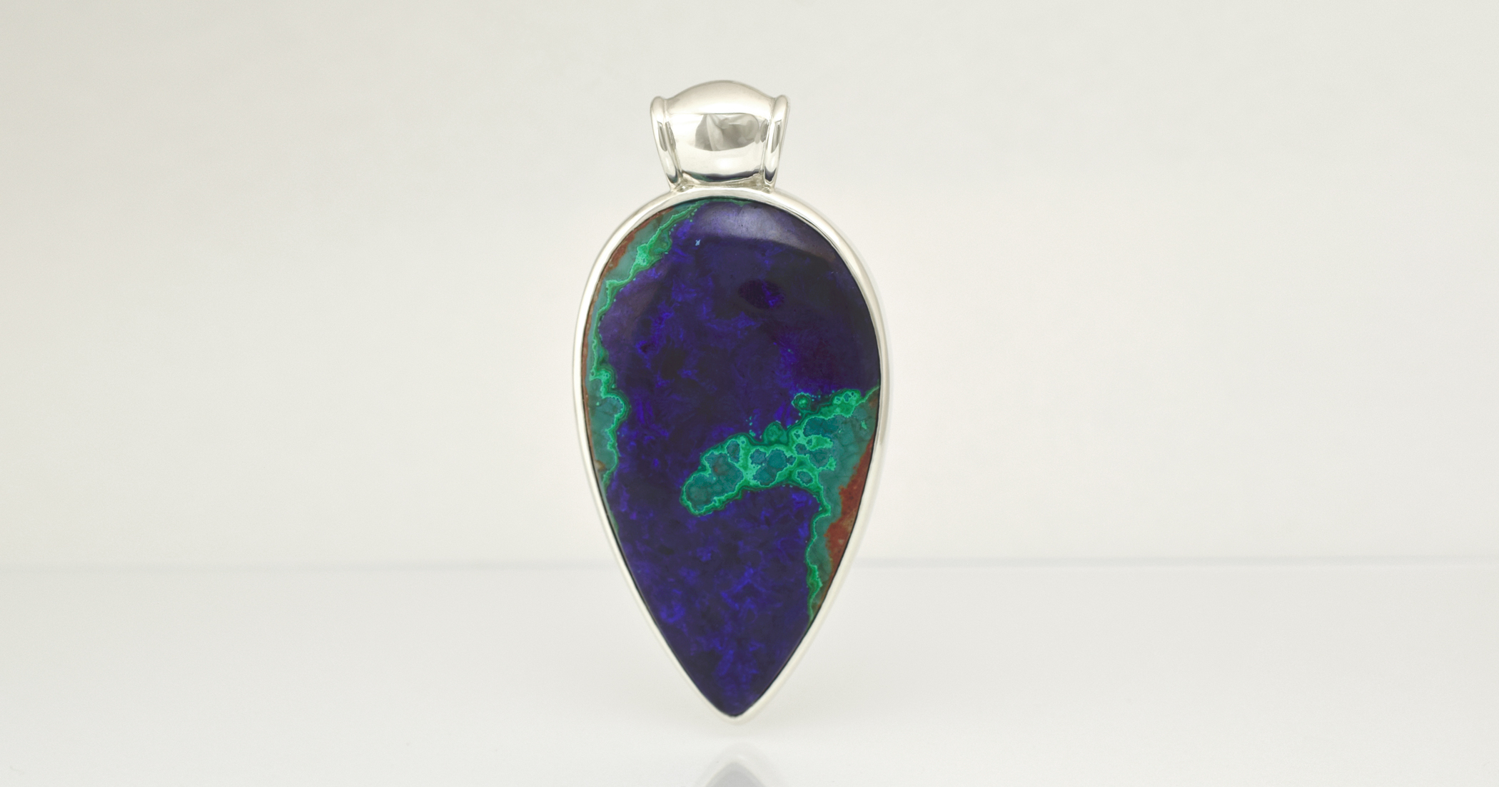 The gemstone is 85 carats and the pendant 6.3cm in length