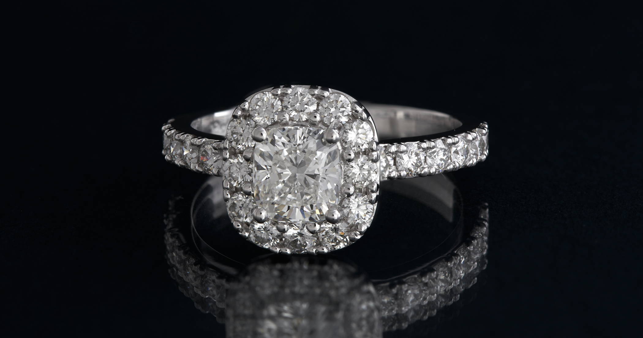 Proposal ring version #2. Larger diamonds in the halo.