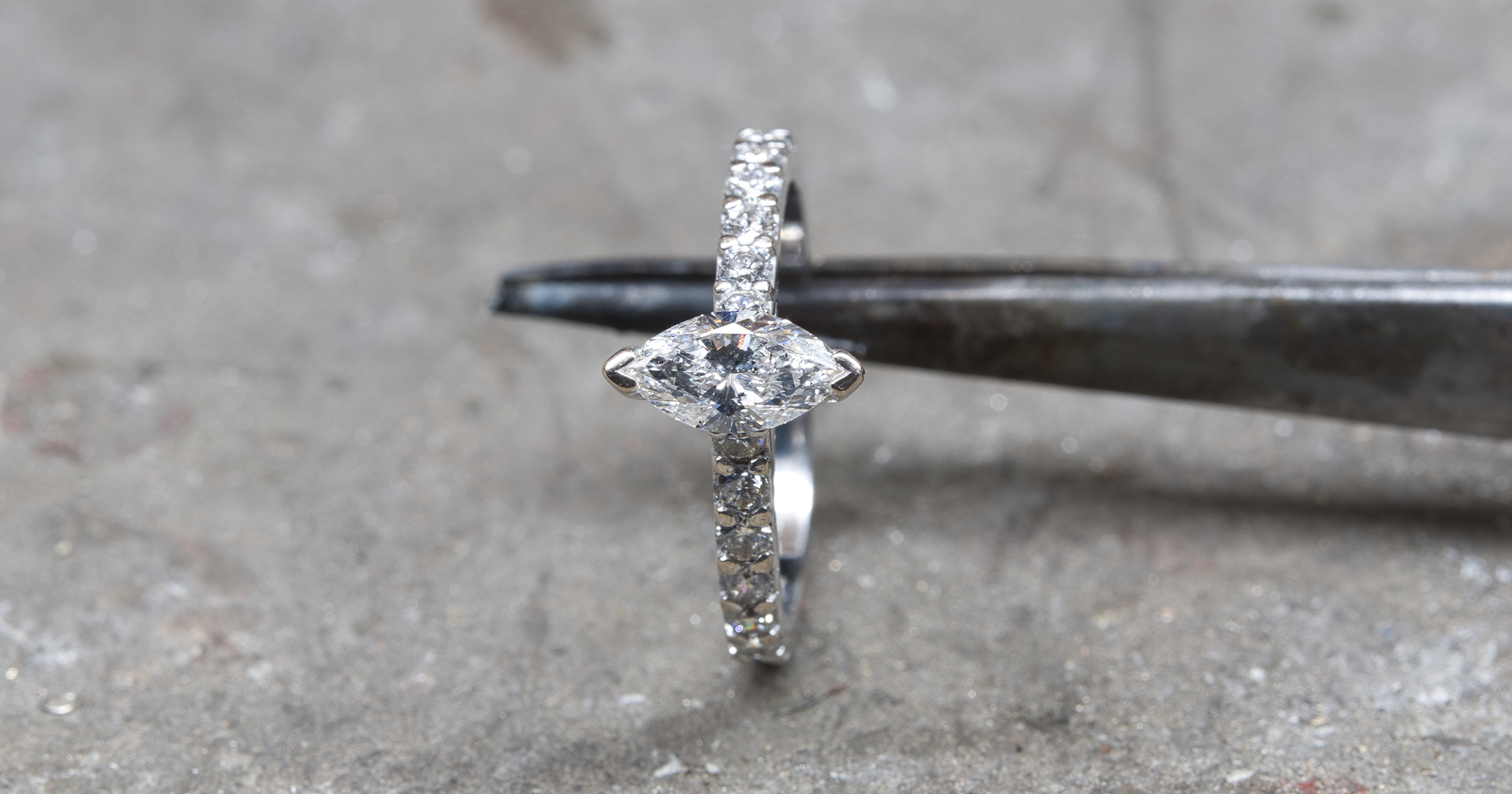 Clean diamond top and back.