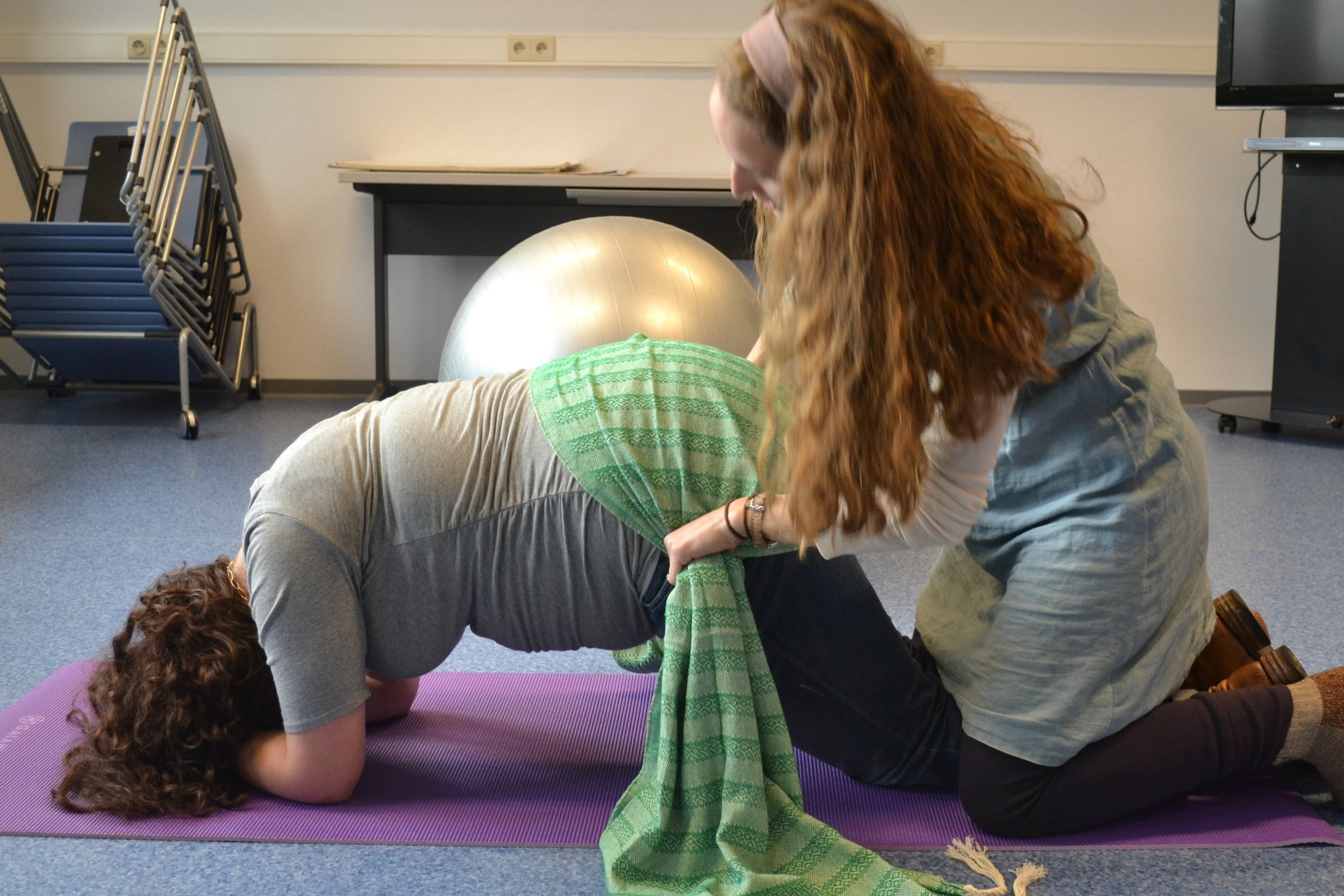 The hip sift. Drape the rebozo over the butt and gather at the hips. Shake quickly. This helps loosen the mother up and encourages her to relax. In birthing class, this bring a lot of laughs but moms really enjoy is.