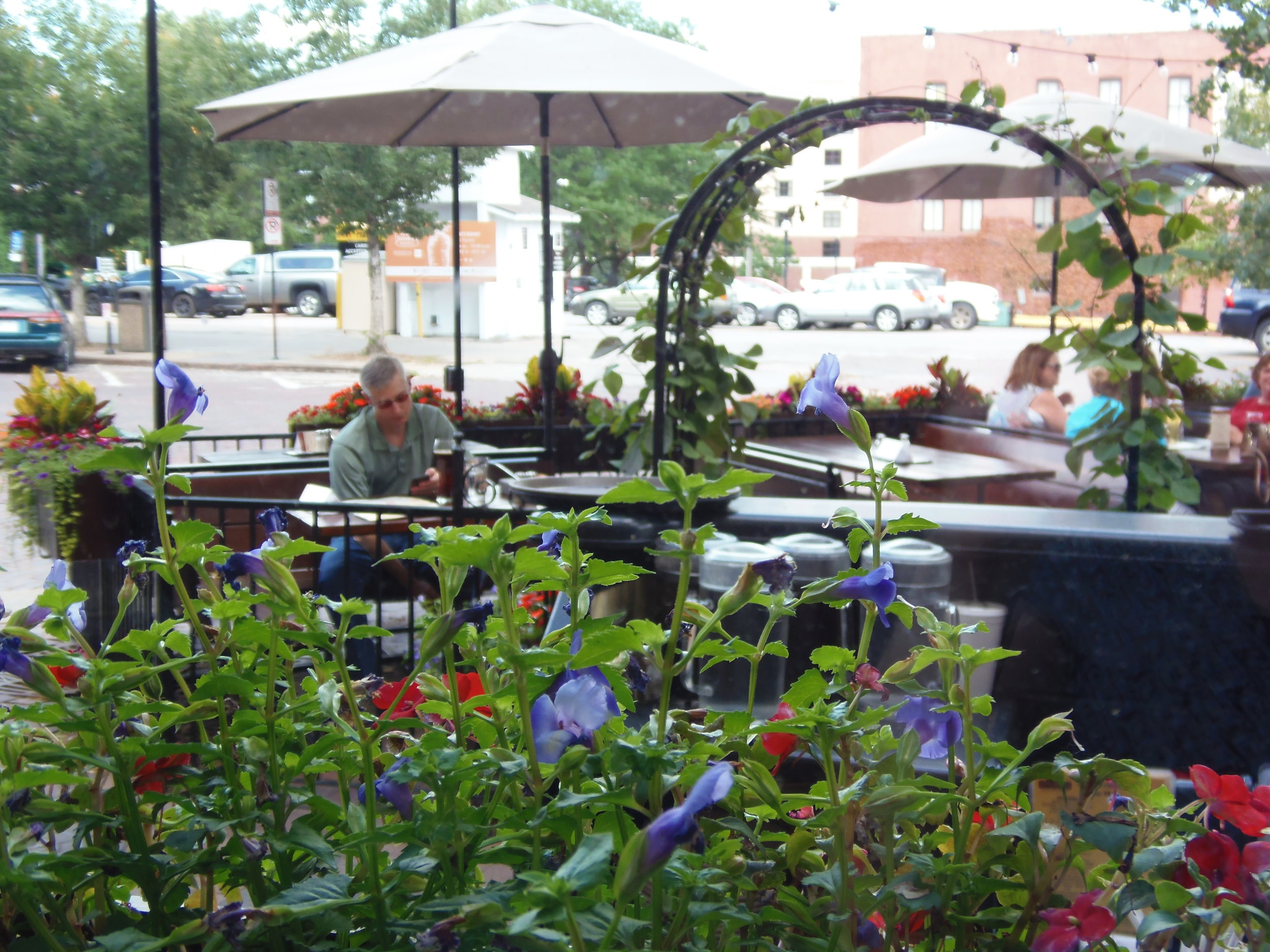 A beautiful outdoor patio to enjoy the Old Market over dinner and/or a pint!