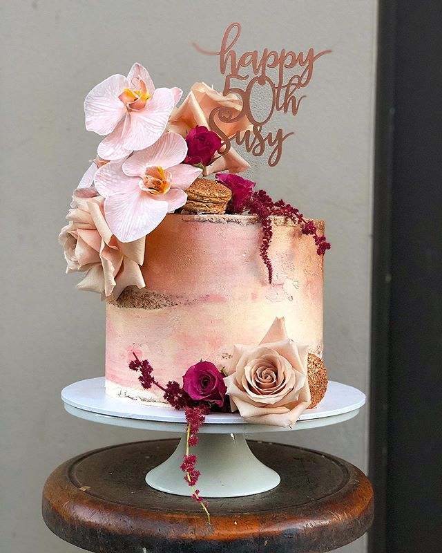 Rose gold beauty. #stacybrewercakes