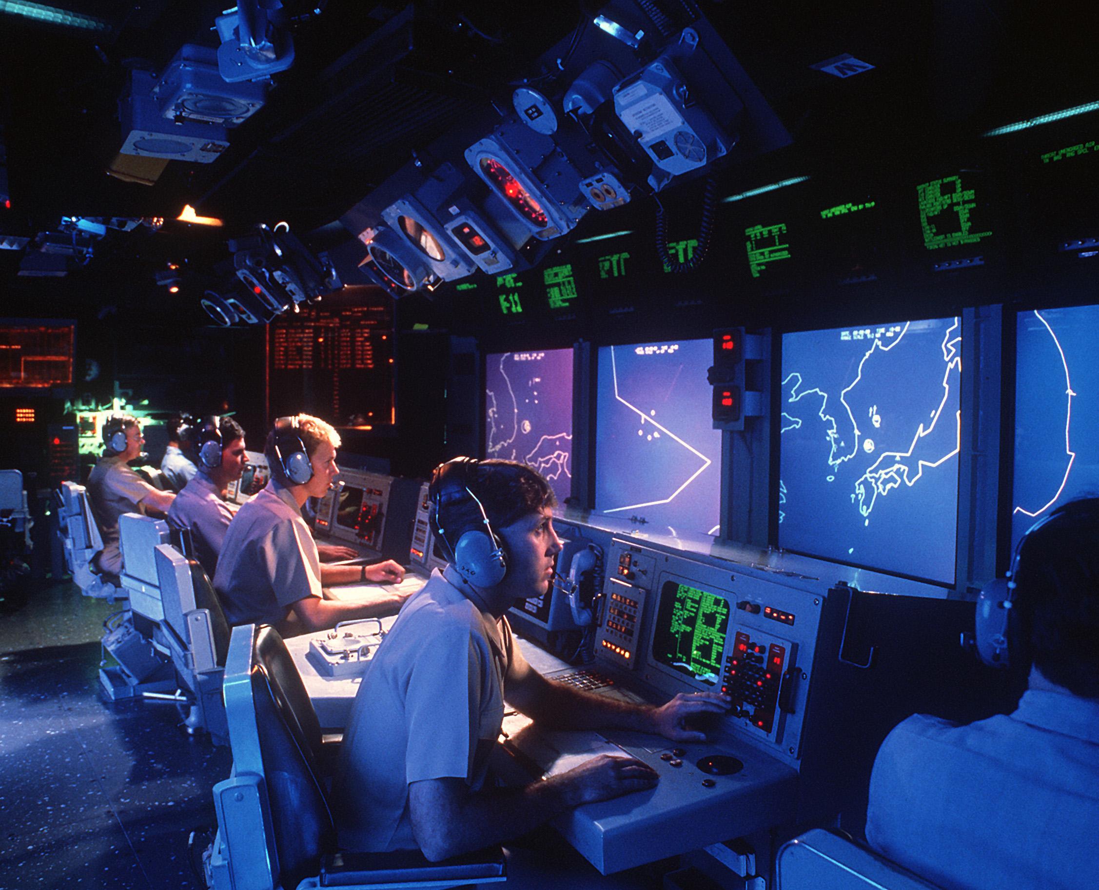 Aegis_USS_Vincennes_(CG-49)_Aegis_large_screen_displays.jpg