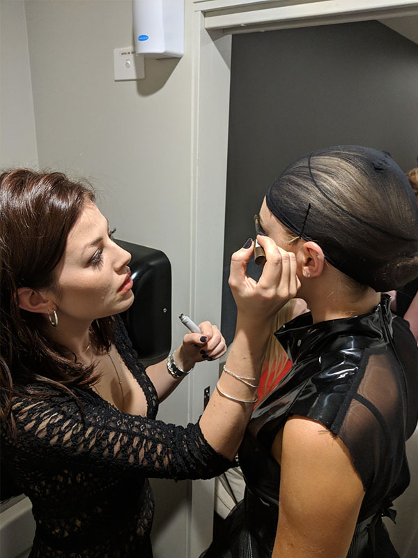 Georgia applying the makeup