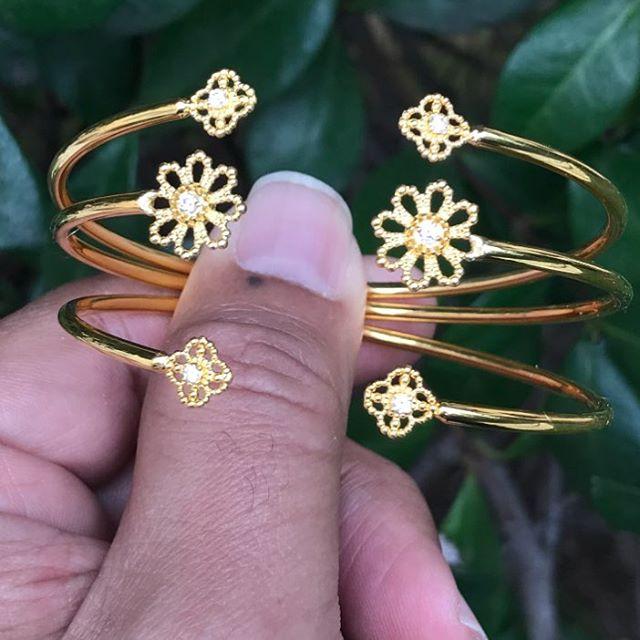 Cuff bracelets for some lucky grand daughters!! #designer #designerjewelry #granddaughter #madeinla #yellowgold #fleur #alhambra #arabesque #cuff #cuffbracelet #madewithlove #giftideas #teen #girljewelry #teenjewelry #santamonica #pacificpalisades