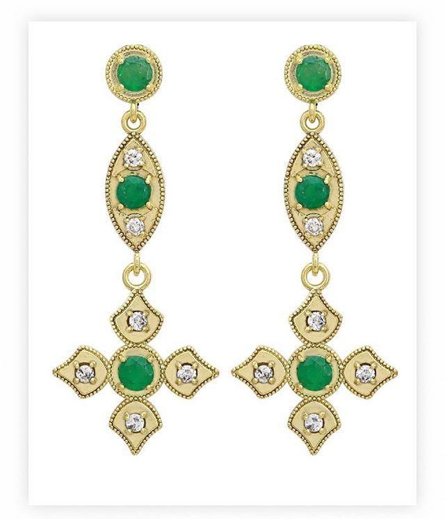 Perfect for Super Bowl weekend as these have the 🏈  in the middle!! Emeralds with full cut diamonds encrusted in 18k yellow gold.  #elegance #emerald #superbowl53 #football #diamonds #18k #18kgold #designer #designerjewelry #elegantjewelry #heirloom #redcarpet #celebrityjeweler #madeinla #santamonica #malibu #beadedjewelry #750gold #creative #earrings #dangling #jewelryporn #amynthejeweler #newdesign #jewelrystore
