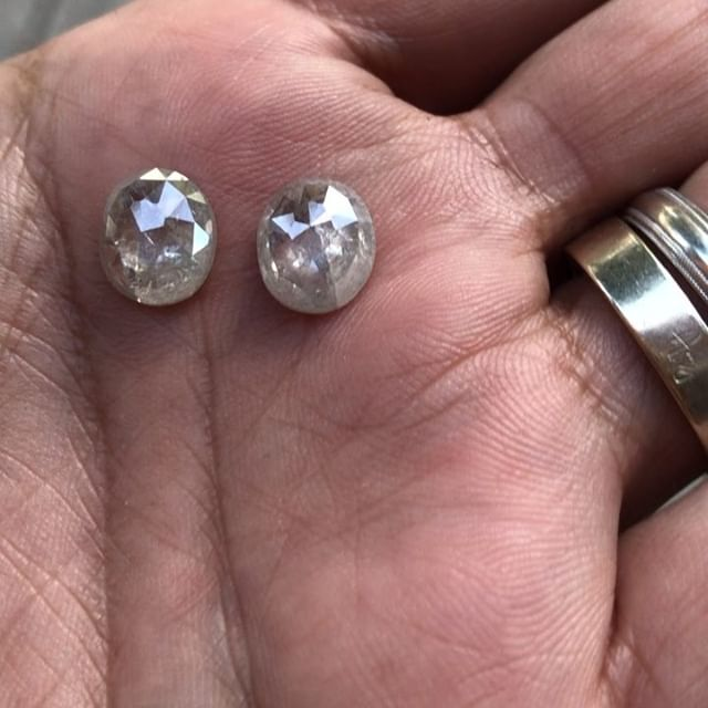 WOW WOW WOW !! 6.40ct of Raw Organic Diamonds.  #rawelegance #rusticdiamonds #rawdiamond #trendydiamond #amynthejeweler #santamonica #malibu #celebrity #stylist #fashionstylist #designershowrooms #designer #designerjewelry #madewithlove #madeinla #jewelryporn #diamondporn #diamond #diamonds