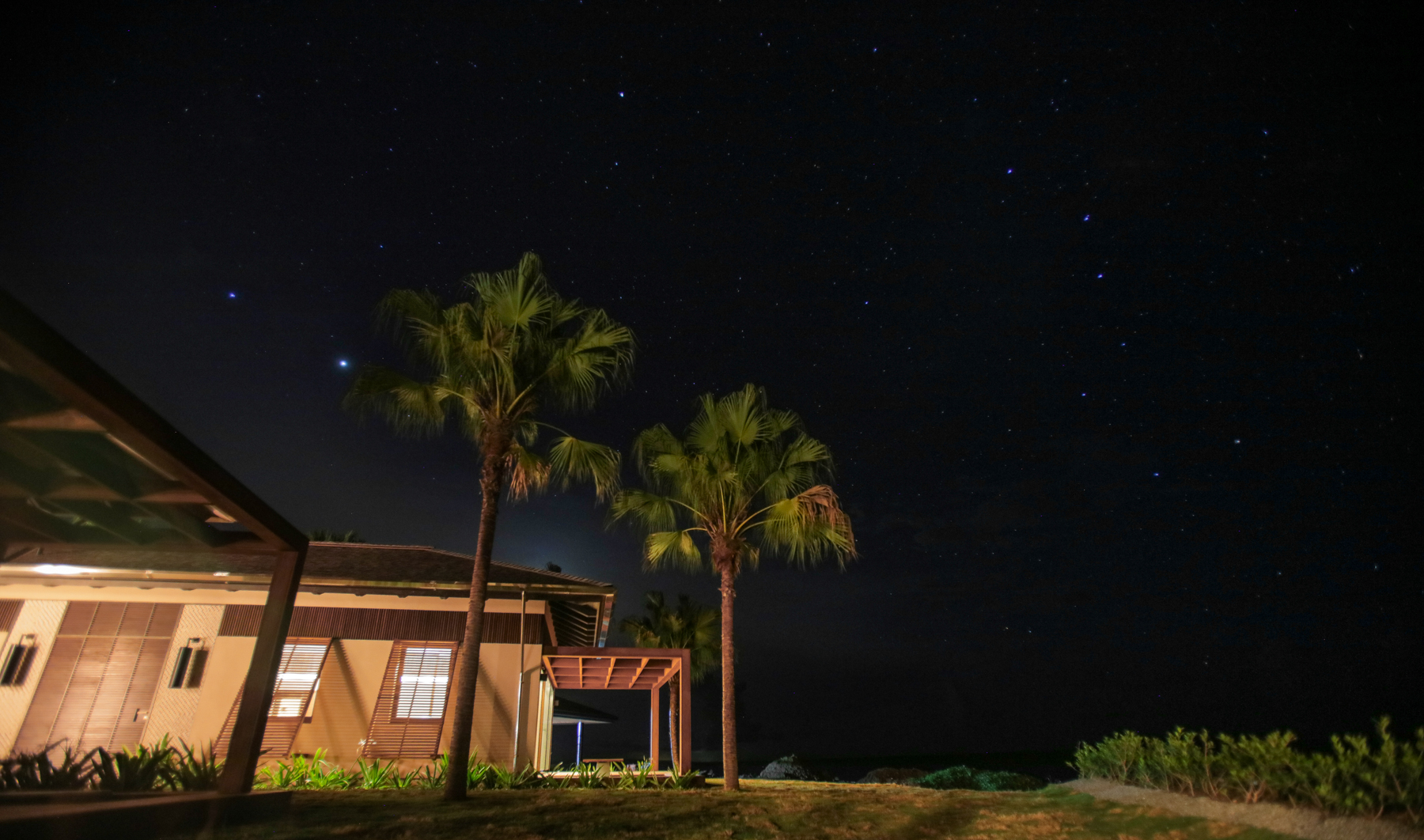 MASTER SUITES AT NIGHT - VILLA LARIMAR