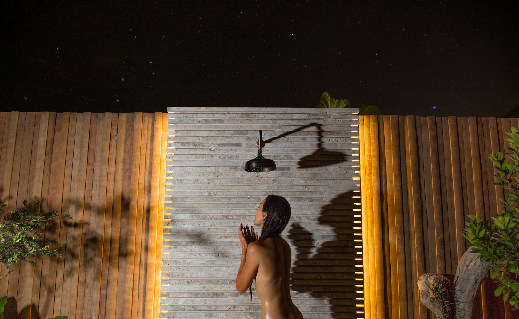 MASTER - OUTDOOR SHOWER AT NIGHT