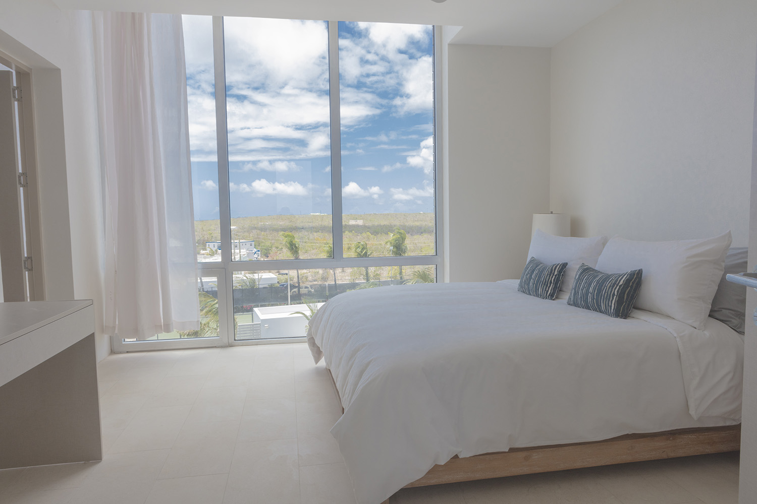 GUEST SUITE (TWO TWIN BEDS OR 1 KING) - SOUTH VILLA