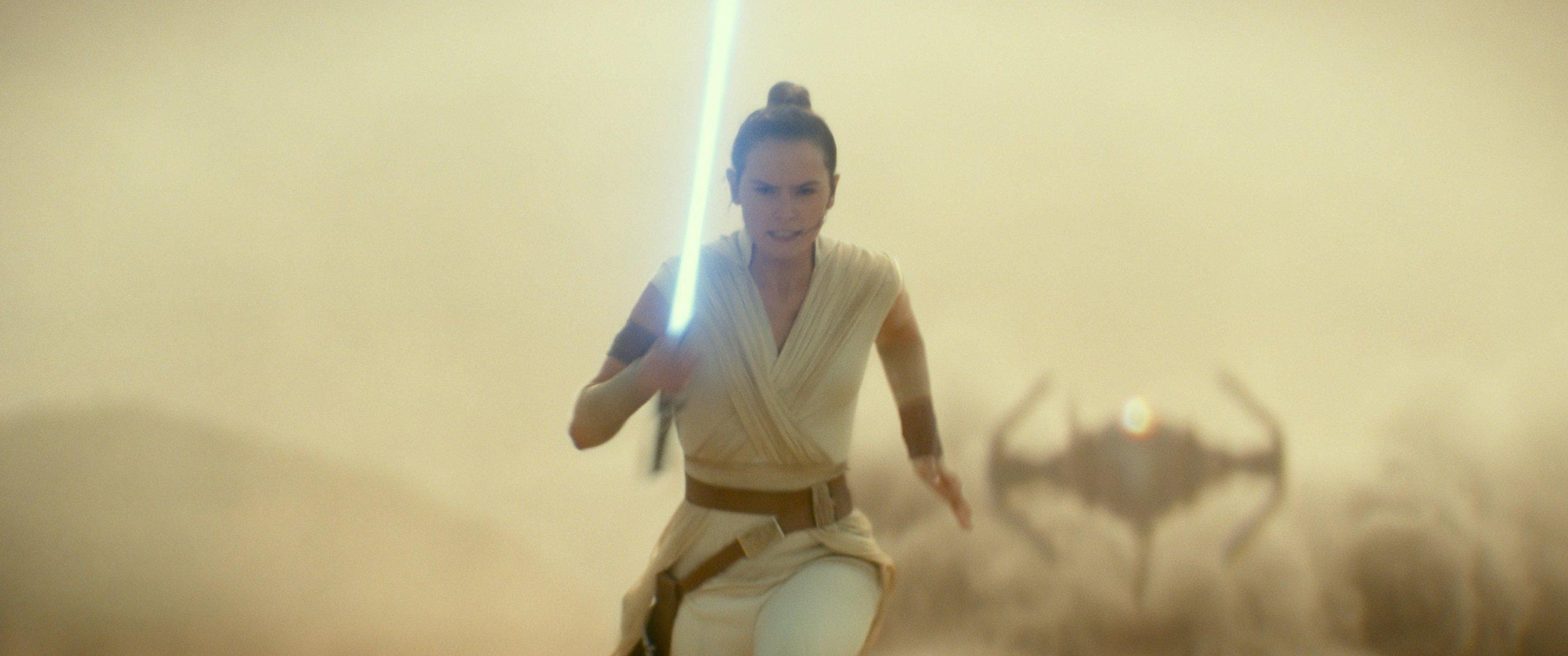 star-wars-episode-9-rey-lightsaber.jpg