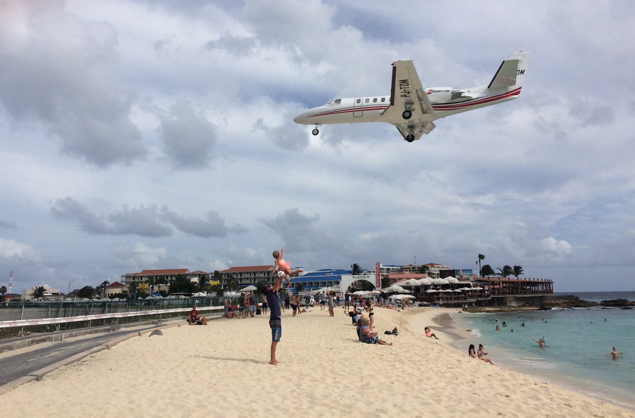Taking the fly like an Aeroplane game to a new level at Maho Beach