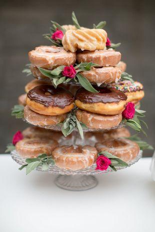 068b6f8eaf5a90d09d25740624243ba2--doughnut-wedding-cake-donut-cupcakes.jpg