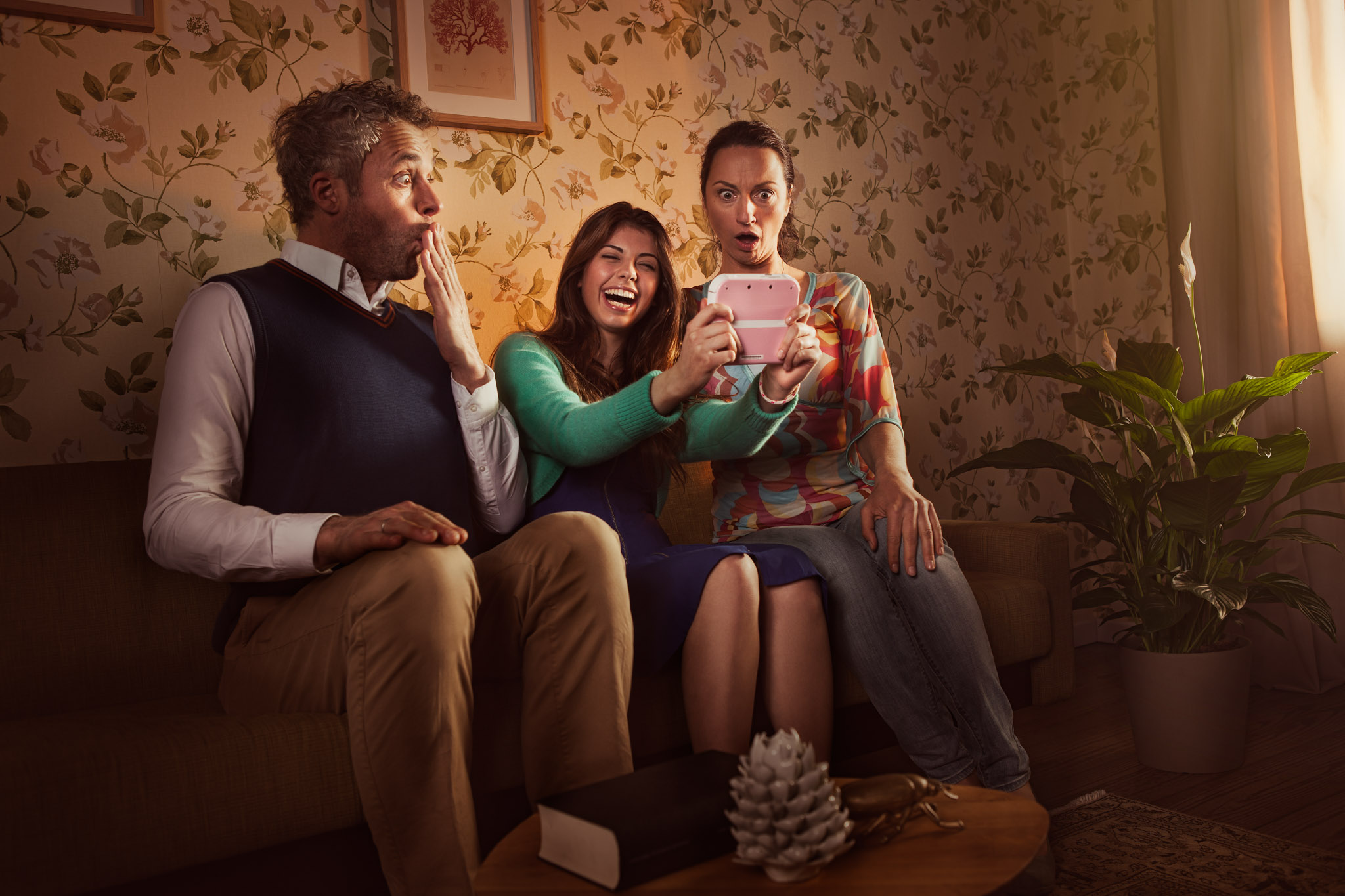 ©TomWoollard_Nintendo_2DS_TomodachiLife_gaming-advertising-lifestyle-family-surreal-dramatic-moody-concept.jpg