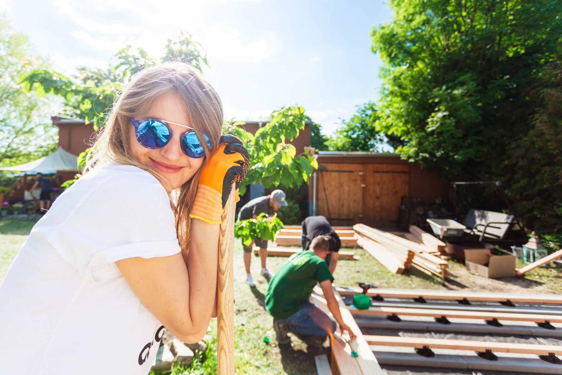©TomWoollard_OBI_editorial-lifestyle-beautiful-young-woman-in-sunny-garden-terrace-construction-project.jpg