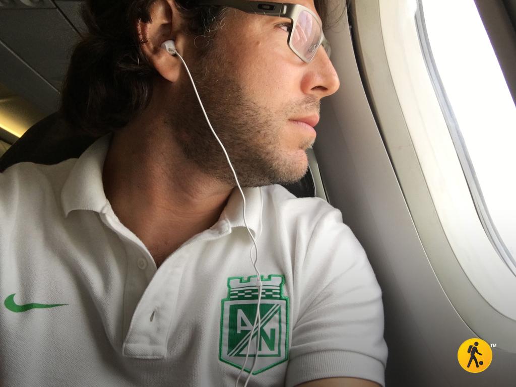 En el avión, camino a Medellín.