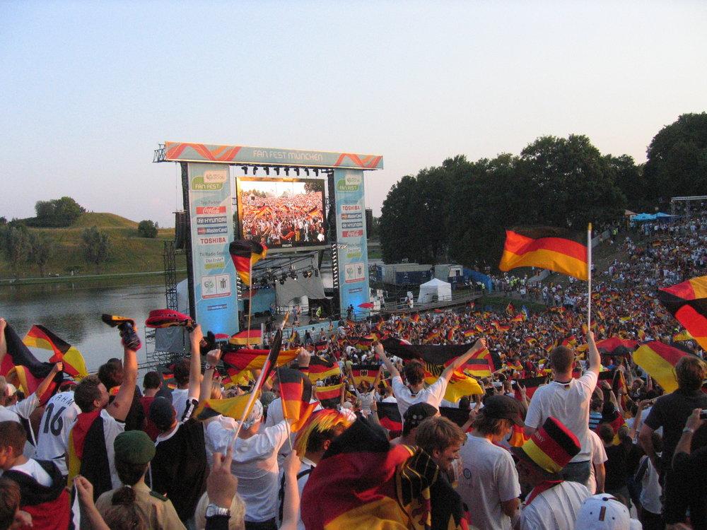 En el fan fest de Munich, para la semifinal entre Alemania e Italia.