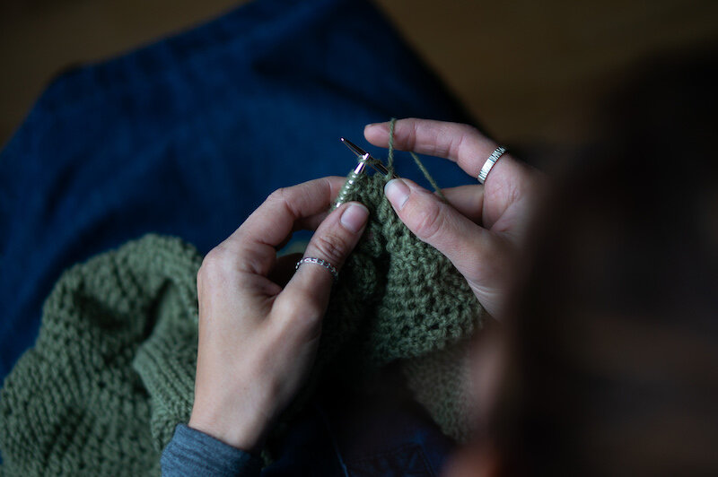 Here I am knitting a DK version of the  Houlland  using yarn dyed with rhubarb leaves and nettle