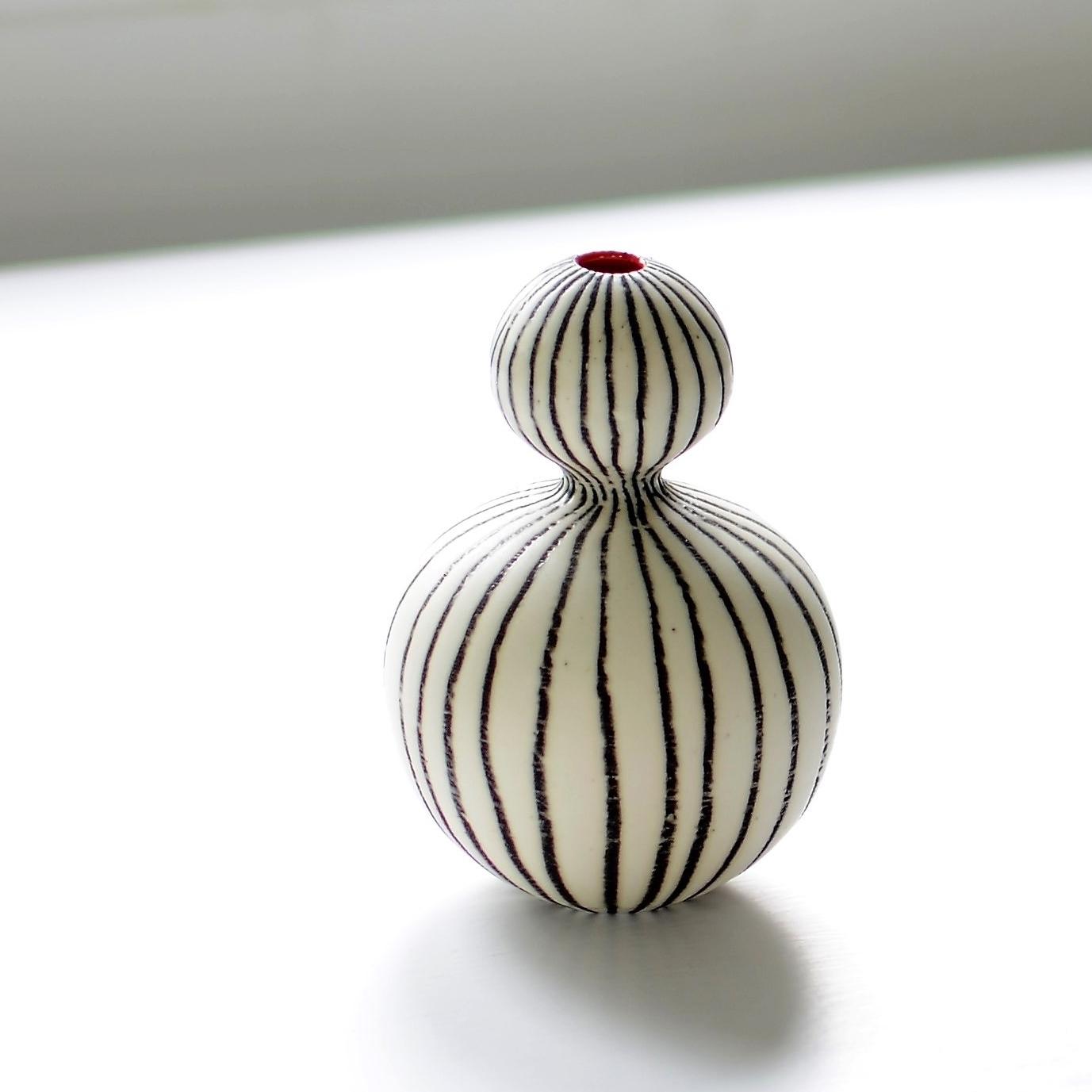 Friends vase white .jpg