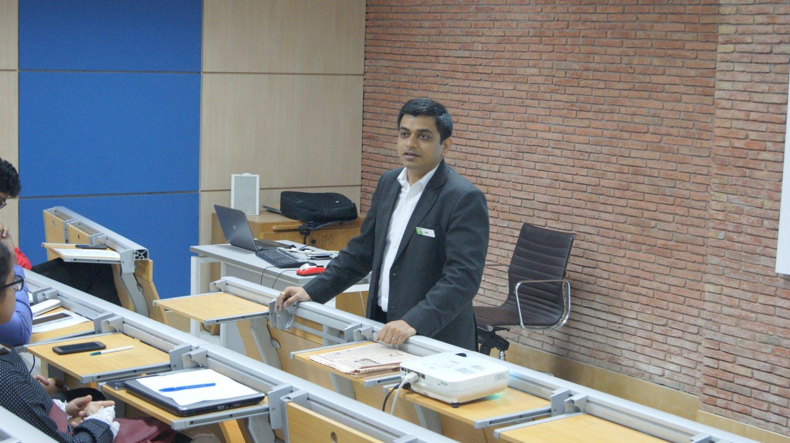 Guest Lecture Amit Caroli 23 March 2017 (8).JPG