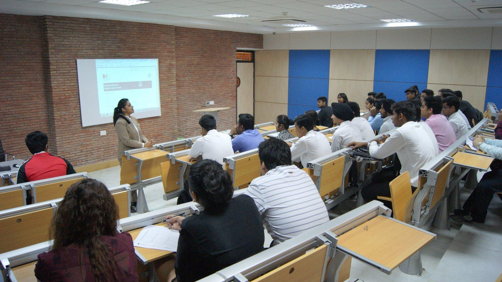 Guest Lecture Amit Caroli 23 March 2017 (18).JPG
