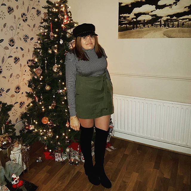 Yesterday's Christmas day outfit,what a great day with the family 💖. I hope everyone had a great day and got spoilt rotten. Sitting here now in my comfies waiting to head over to my sister's later for part 2 of my Christmas dinner 😂  Stripe top @primark  Green skirt @hm  Over the knee boots Baker boy hat @topshop  #iblogger #fbloggers #Primark #style #dublinblogger #topshop #christmastime #irishstyle #igsfashion #instafashion #bubblesbeautyblog #blogger #ootd #outfit #irishblogger #fashion #HM #december #bubblesbeautyblog #mystyle