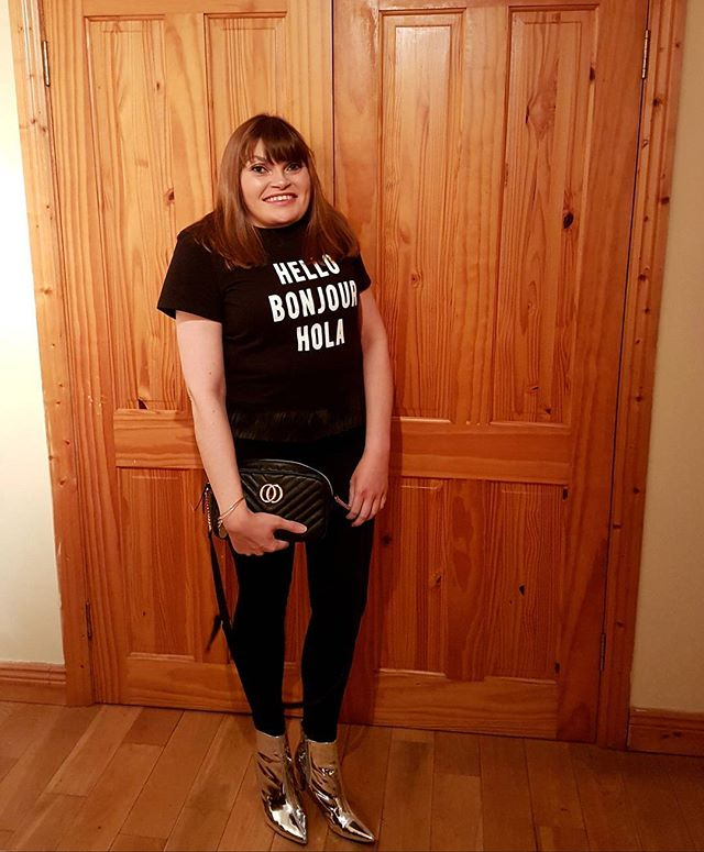Hello bonjour hola my slogan t-shirt from @riverisland and my black jeans, silver boots and gucci inspired bag from @primark 😃 #ootn #saturdaynight #dublinblogger #fashion #irishstyle #igsfashion #instafashion #bubblesbeautyblog #iblogger #fbloggers #primark #style #nofilter #irishblogger #fashion #slogan