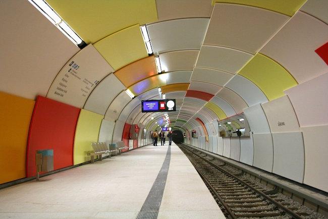 Munich_subway_Garching.jpg