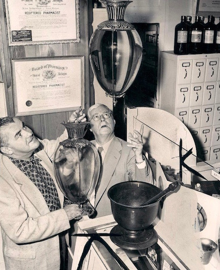 Show_globes_in_Ferndale_Michigan_pharmacy_1954.jpg