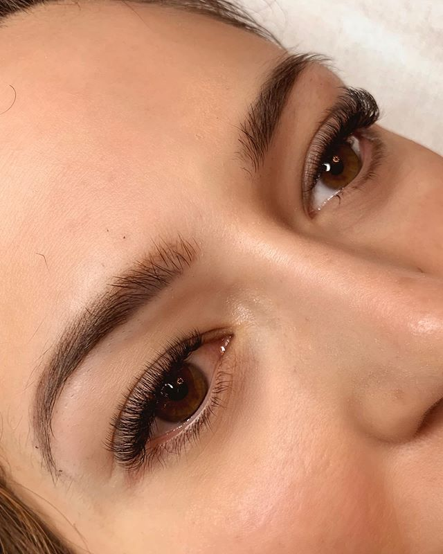 In my opinion, volumes look best when they are short and dense. I love doing this girl's lashes so much because that's exactly what she wants! I create this look for her by using @borboletabeauty .06 D curl 8-10mm in a natural shape, with CC curl 6mm in the inner corners. ⠀ ⠀ Email caitlinchart90@gmail.com to be added to my new lash client waitlist!
