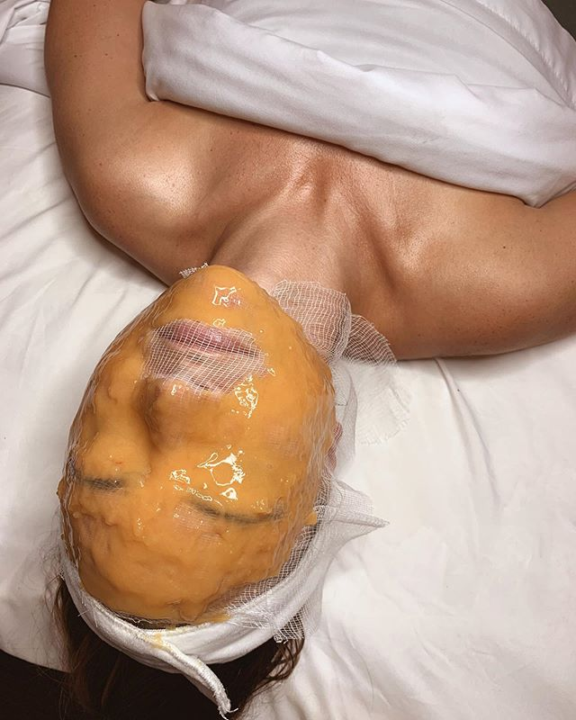 Have you tried the sculpted mask yet? ⠀ •Red algae: improves firmness and elasticity ⠀ •Turmeric: soothes and provides antioxidant protection.⠀ •Bromelain: pineapple enzyme that exfoliates skin for a softer, smoother texture. ⠀ ⠀ Upgrade your next facial to experience this magic!