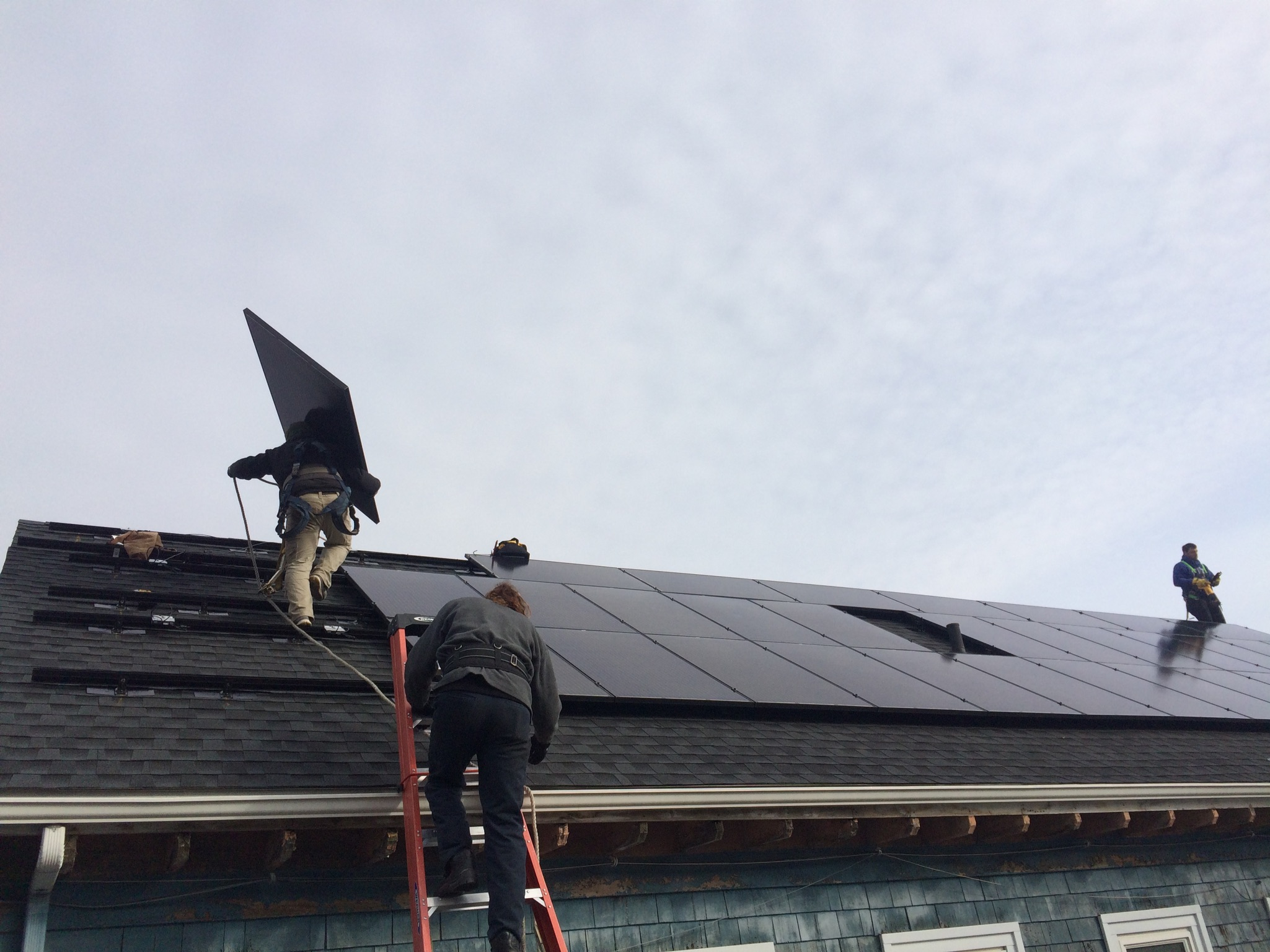 Installation of solar panels at Congregation Eitz Chayim in Cambridge, MA. Photo courtesy of Grunebaum.