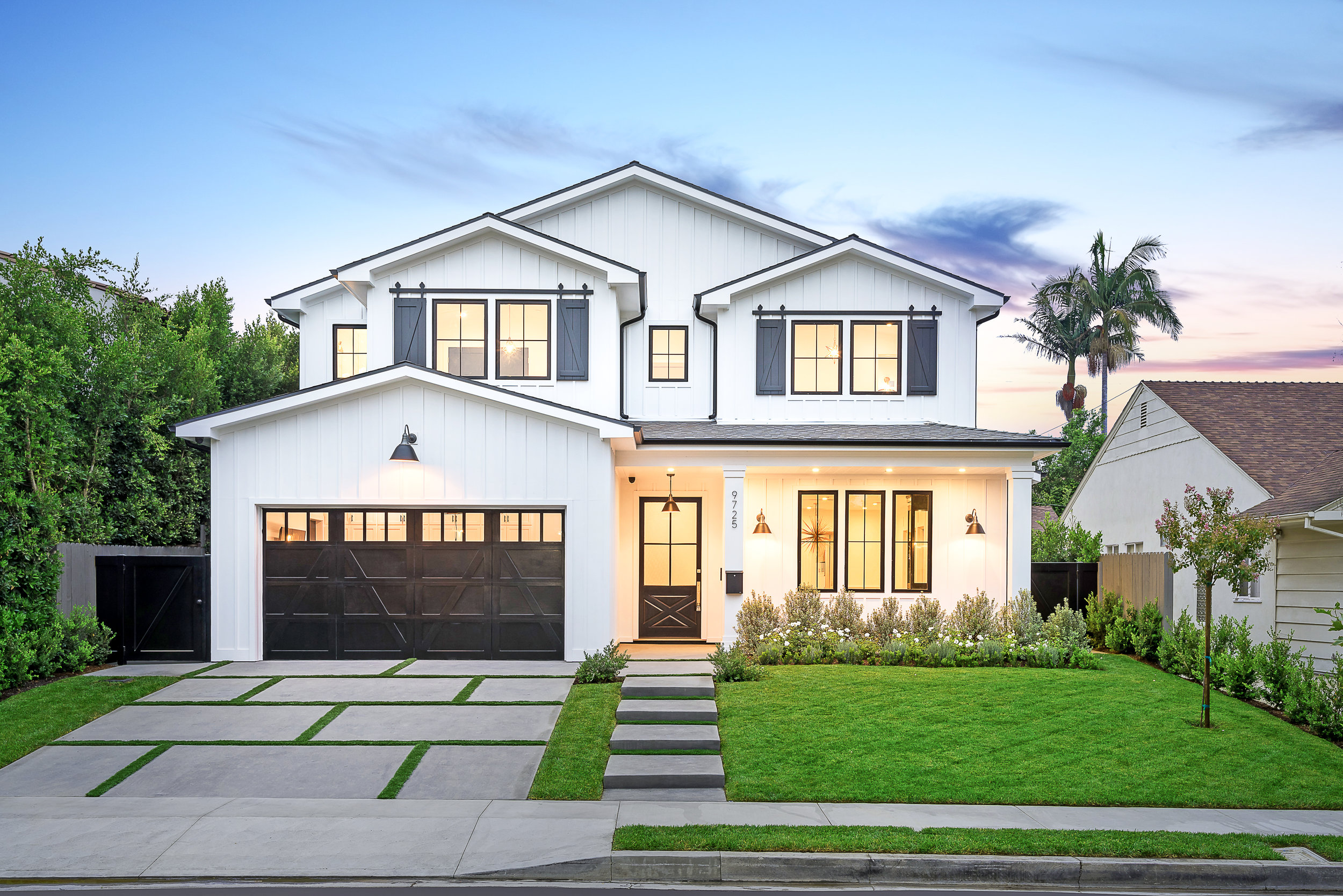 KIRKSIDE AVE | BEVERLYWOOD   A purist east coast traditional in a new contemporary fashion. Presented with a classic white board and batt exterior with exquisite luxury interior finishes throughout.