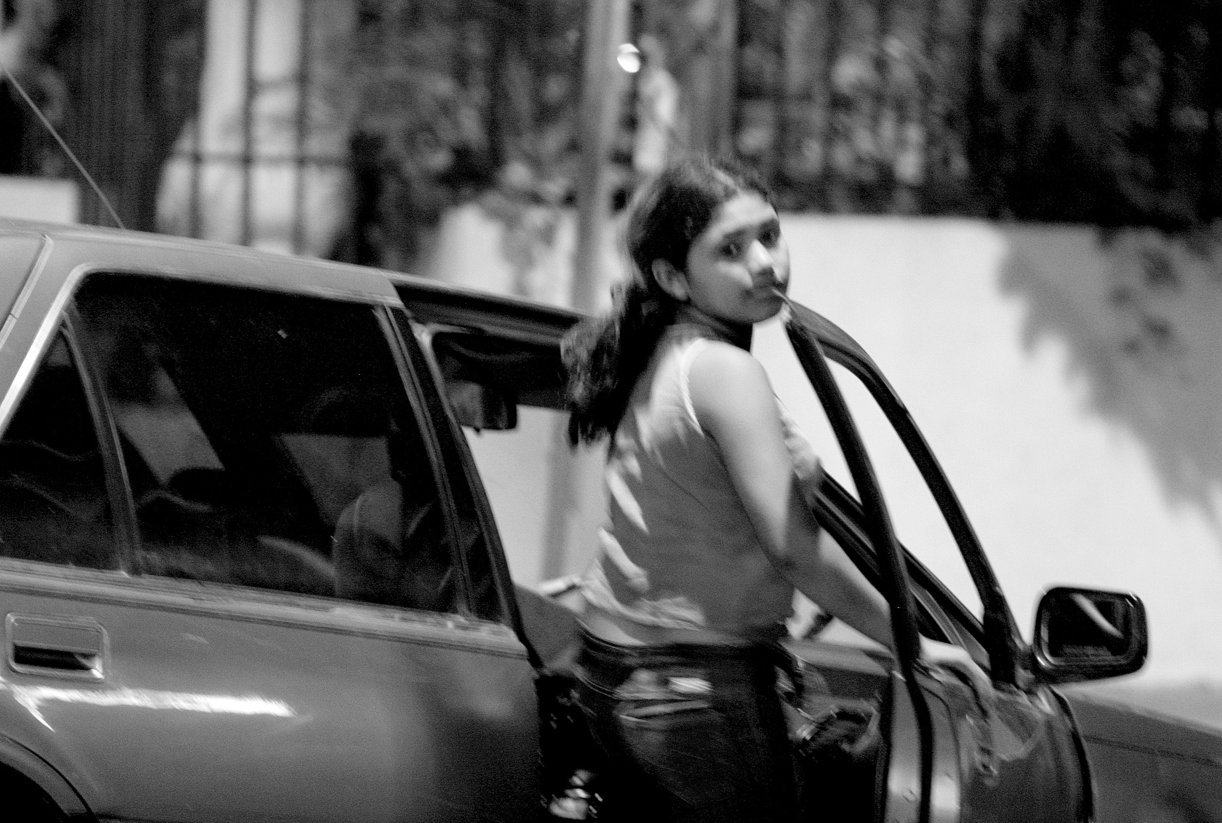 Rozievel gets into a customers car in downtown Managua.